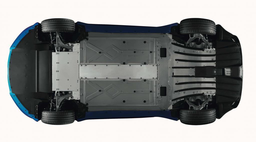 チョイ乗りでも感動するほどのスポーツカー、アルピーヌA110はポルシェ718ケイマンの超好敵手