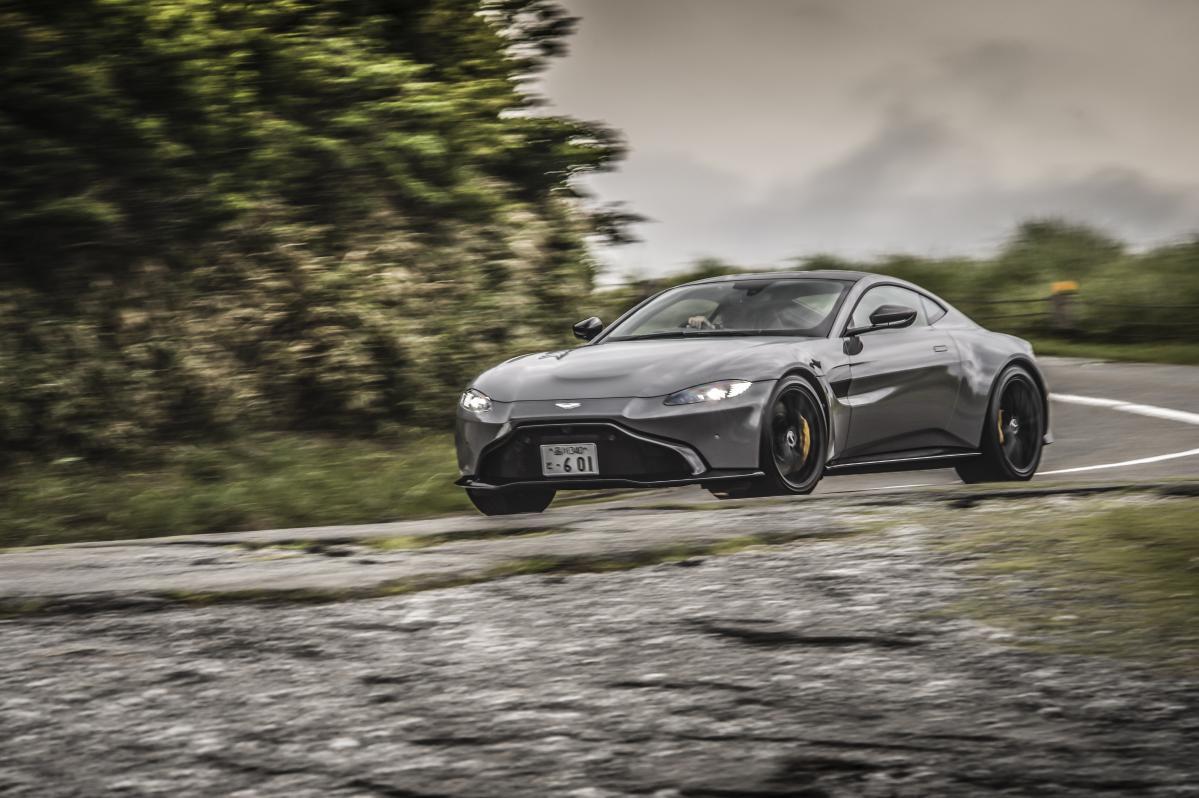 新型アストンマーティン・ヴァンテージは走れて、曲がれるスポーツカーの王道だ!