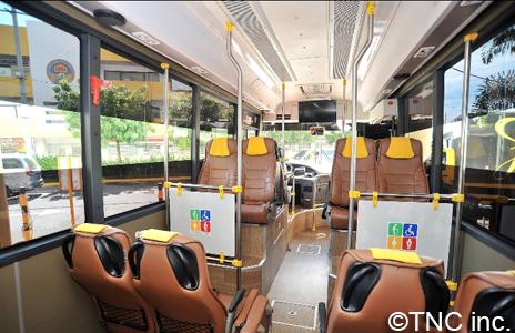 フィリピン・マニラで人気の心地よく居眠りできるプレミアムな通勤バス