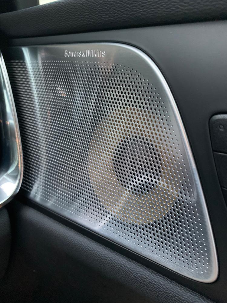 ボルボのステーションワゴン「V60 T6 ツインエンジン AWD インスクリプション」の完成度を検証
