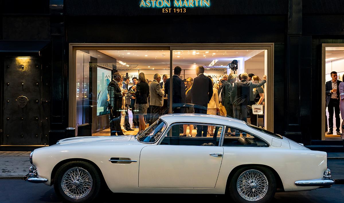 """次はボンドカーの""""DB5""""──アストン新店舗は旧車を復活させるレストア屋だった"""