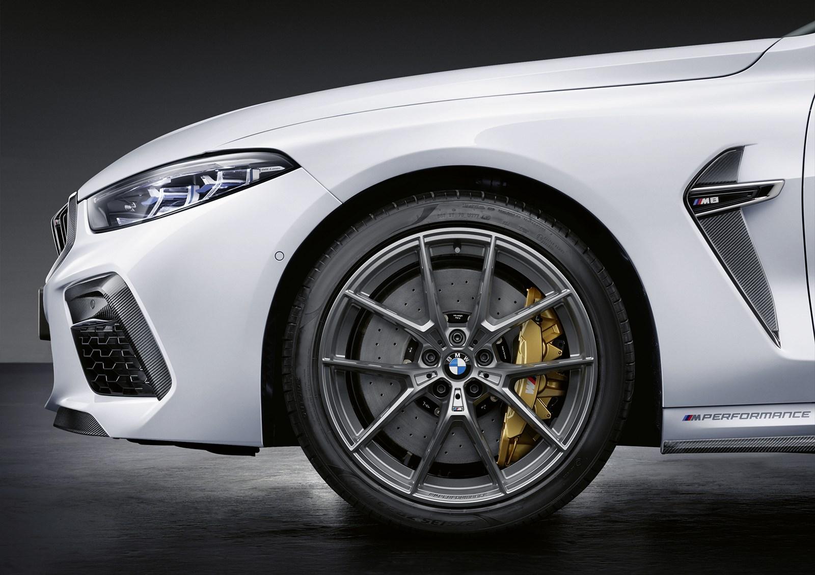 BMW、M8のスポーツ度をさらに高めるMパフォーマンスパーツを発表