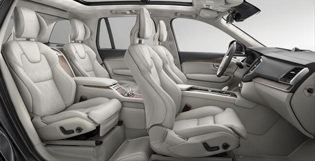 ボルボXC90の最上級仕様「T8 Twin Engine AWD Excellence」の生産終了に伴い、特別オファーを付帯した日本向け最終モデルを限定で発売