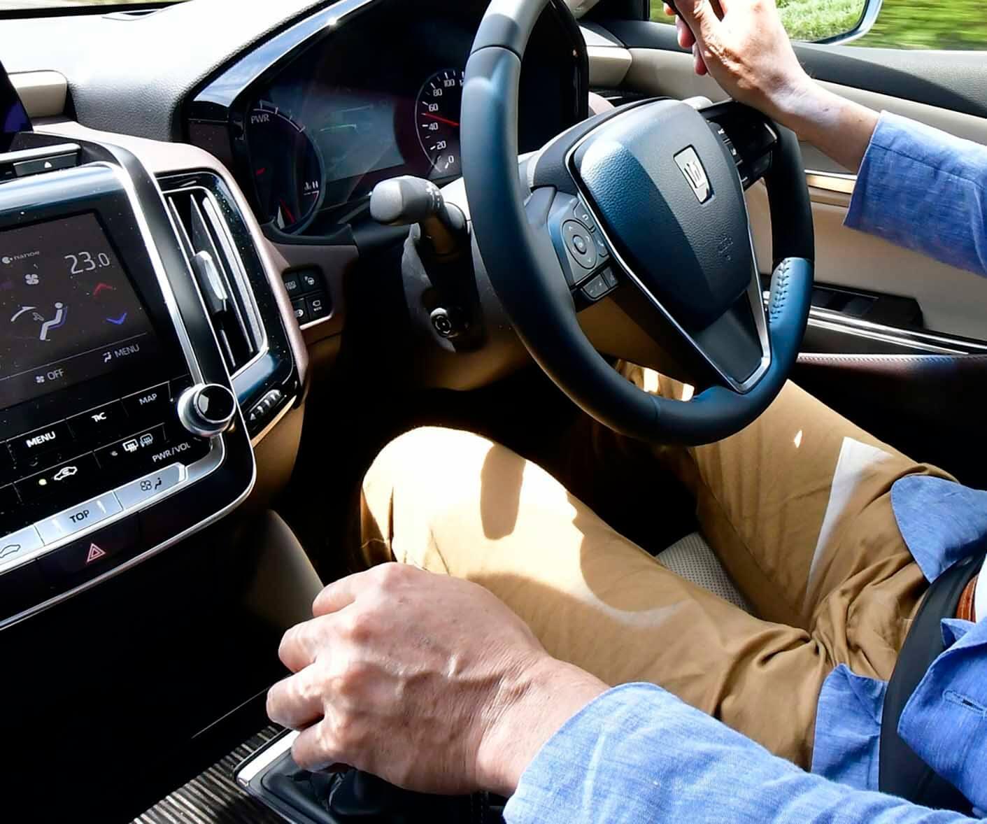 【存在は地味だが確かな効果と安心感】縁の下の力持ち ドライバー支援装置の実力と恩恵