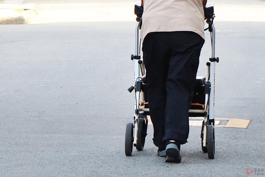 75歳以上に「安全機能付き車限定免許」導入へ 問題視される高齢運転者の事故減少なるか