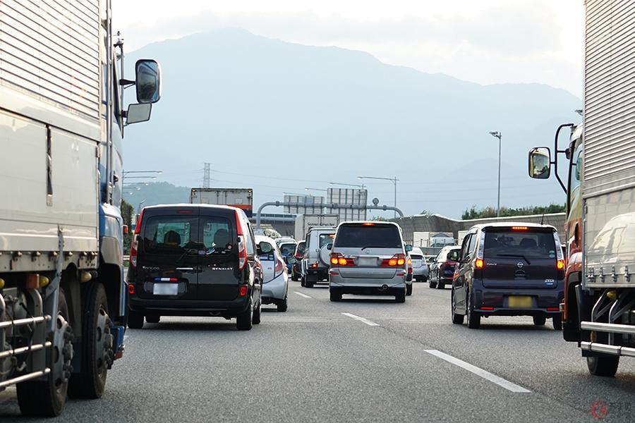 先頭での本線合流はズル? 多くの人が勘違い…渋滞時の本線合流、正しい位置とは