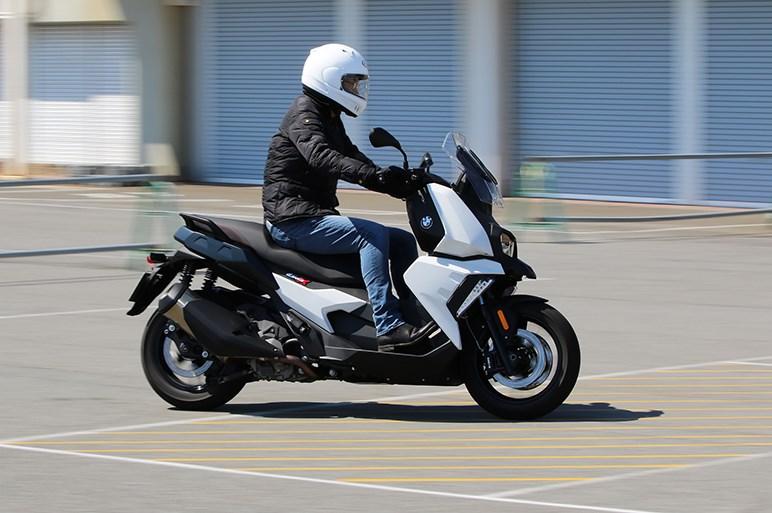 BMW C 400 XとC 400 GTはファッションセンスが正反対の兄弟アーバンスクーター
