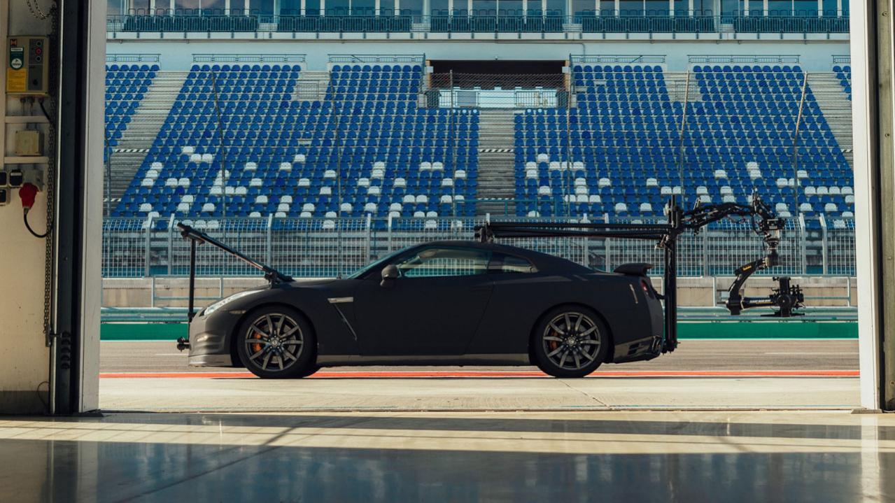 日産「GT-R NISMO」2020年モデルの走行シーンを撮影するために用意された、もう一台の「GT-R」とは !?