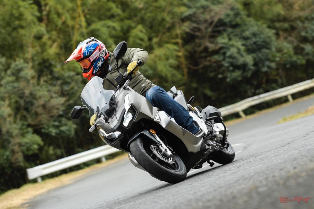 【ホンダADV150試乗】その90%が新設計! PCXの「着せ替え」ではない、ヘビーデューティー・スクーター
