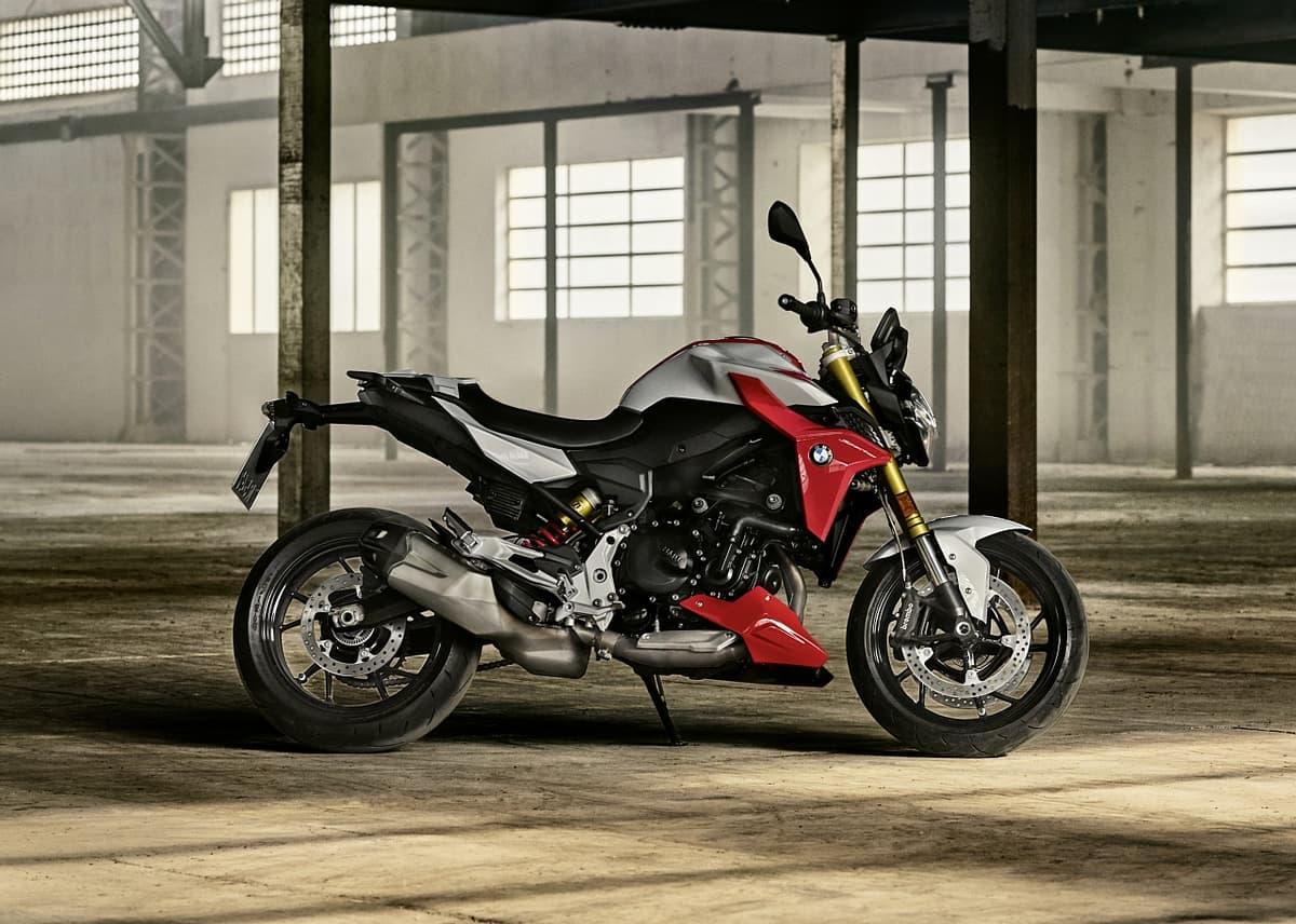 BMW、高い安全性と快適性を備えたオートバイ「F900R」と「F900XR」を日本導入