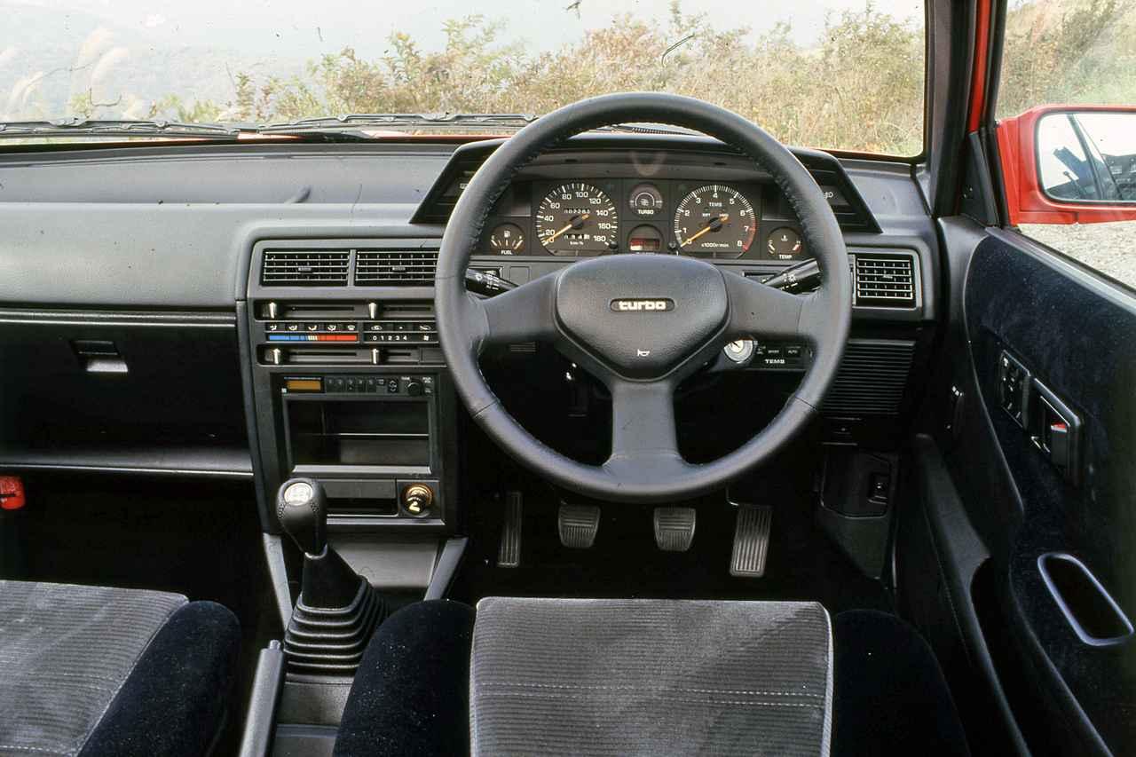 【昭和の名車 171】トヨタ カローラIIにリトラクタブルランプを備えた「リトラ」が登場