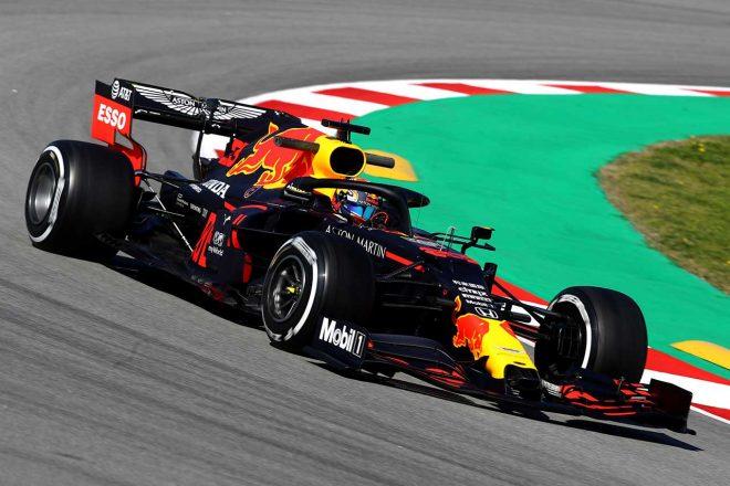 【レッドブル密着】パフォーマンスを追求も不満が残る。空力面の弱点は未解決か/第2回F1バルセロナテスト初日