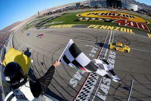 NASCAR第2戦:最終周直前に多重クラッシュ発生もフォードのロガーノがキャリア24勝目
