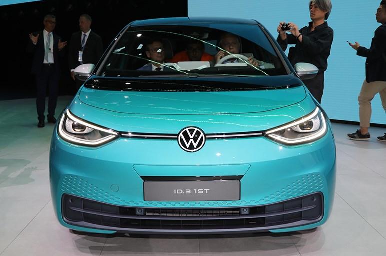 VWにとってゴルフ並みに重要な電気自動車ID.3は約360万円~で電池容量は3タイプが存在