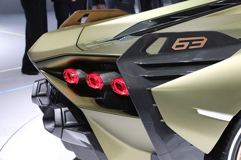 ランボルギーニ初のHV「シアン」発表。0-100加速は2.8秒。限定63台はすでに売り切れ