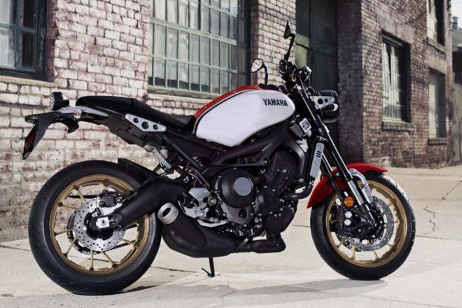 ヤマハ、XSR900をマイナーチェンジ。白×赤×黒カラーで80年代スポーツモデルをイメージ