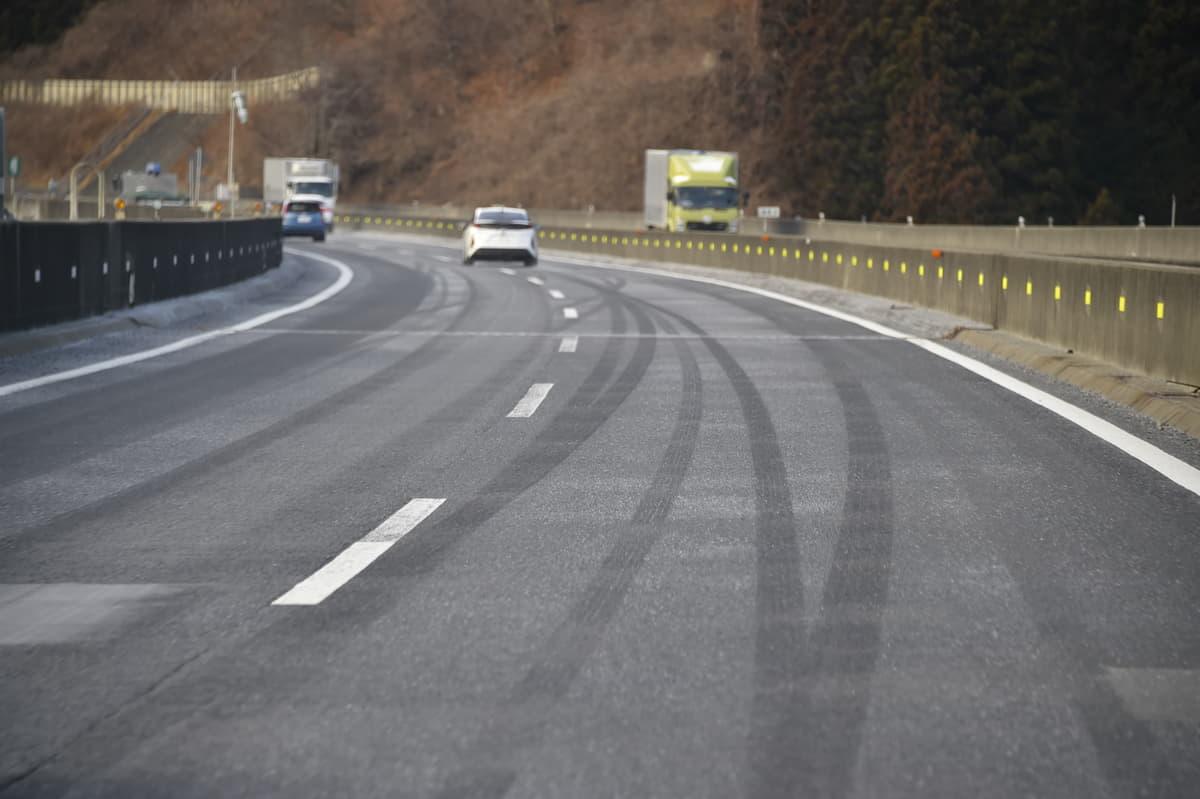 冬はクルマが錆びやすい? 「道路凍結防止剤」の役割と愛車を守る方法