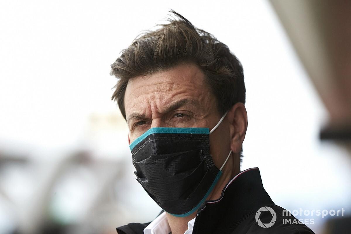 """メルセデスのウルフ代表、コンコルド協定巡る議論でF1側に""""忖度""""するライバルたちに皮肉「彼らはF1の言いなり」"""