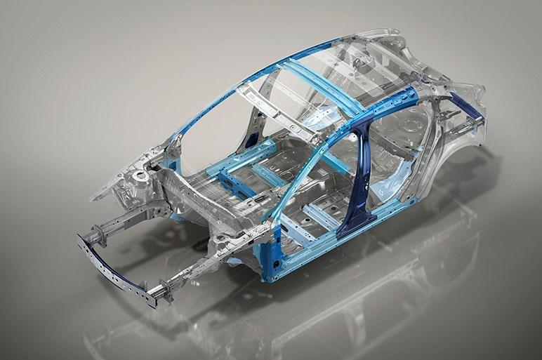 マツダ、新型「Mazda 3(アクセラ)」ハッチバック&セダンを世界初披露