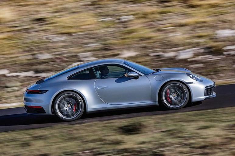 ポルシェ、新型911を初披露。アルミニウムよる軽量化や新開発の「ウェットモード」を搭載