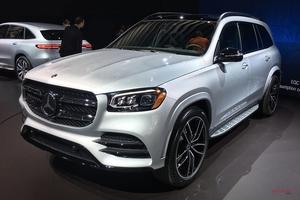 新型メルセデス・ベンツGLS 内装/エンジン/予想価格 BMW X7に対抗 NYショー