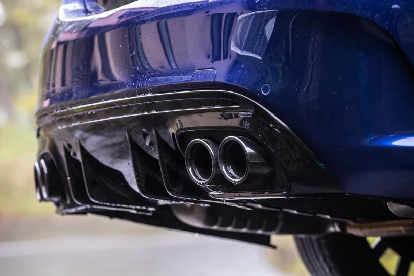 走る!曲がる!止まる! このクルマは4ドアのスポーツカーだ──メルセデスAMG C43試乗記