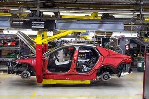 【電動XJの生産拠点に】ジャガー・ランドローバー 英国工場 8月までシャットダウン継続