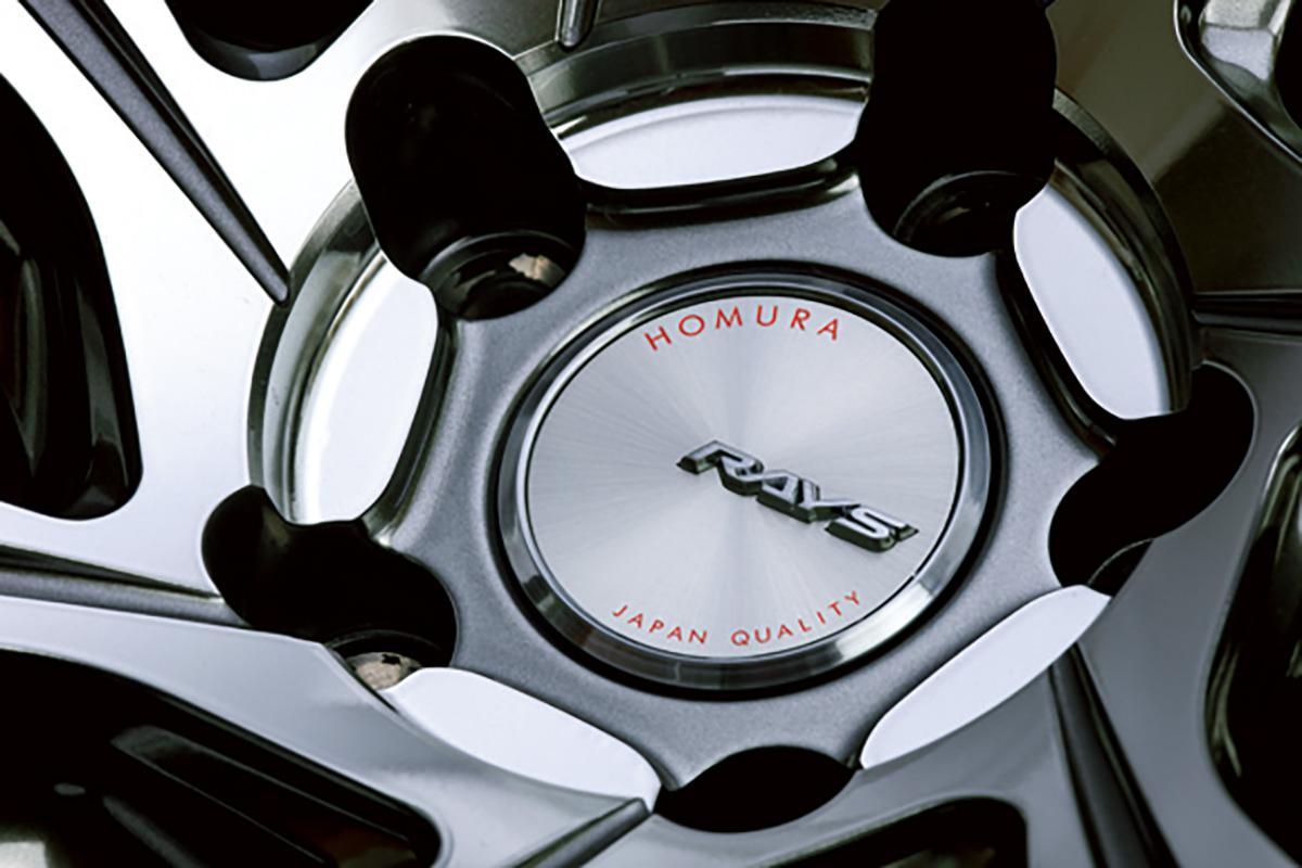 「ホムラ」を象徴するデュアルスポークがホイールに躍動感を与える