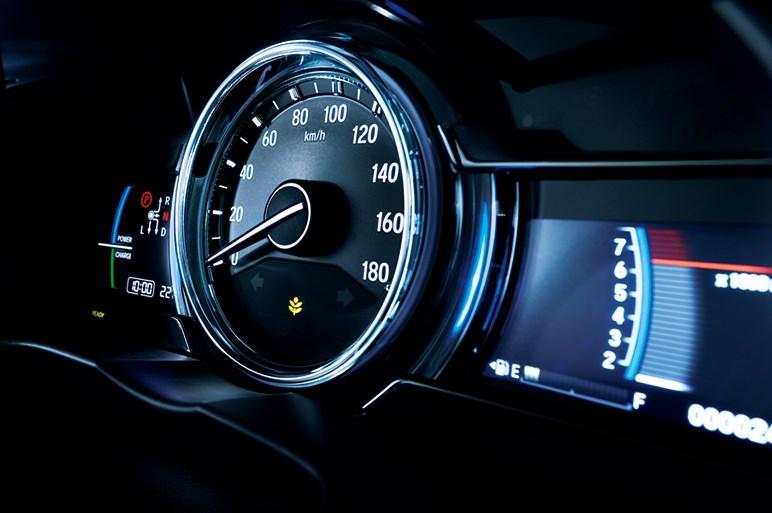 コンパクトセダンのグレイスがフェイスリフトで安全運転支援システム採用