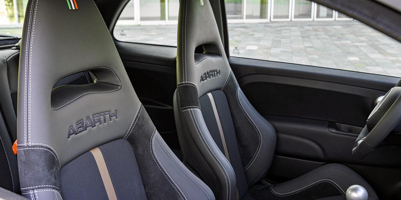 アバルト70周年の特別限定車「695 セッタンタ アニヴェルサーリオ」の予約受付を開始