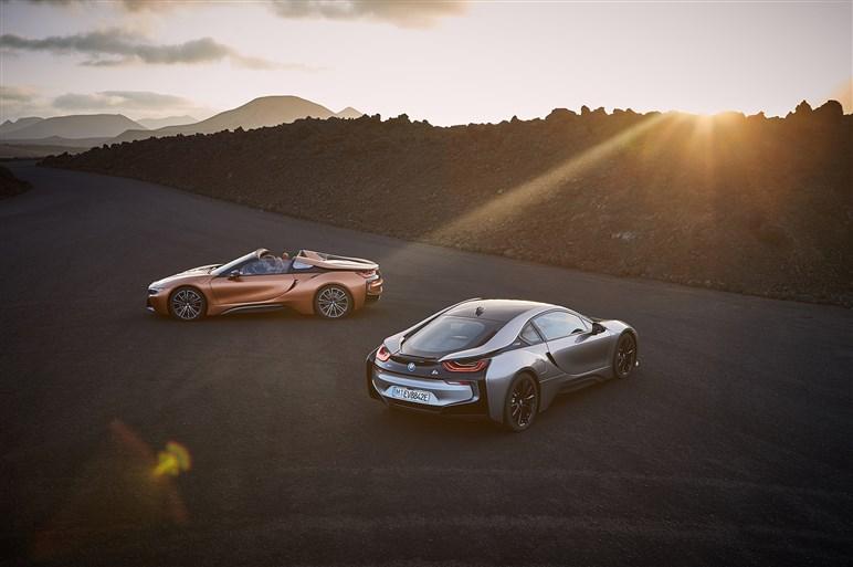 BMW、i8ロードスターを発表。最高出力は374hp、EV走行性能も向上
