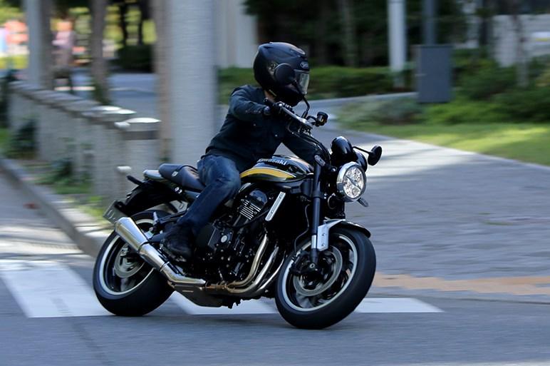 タイガーカラーのZ900RSに試乗。大型2輪販売トップの「男カワサキ」は優等生?