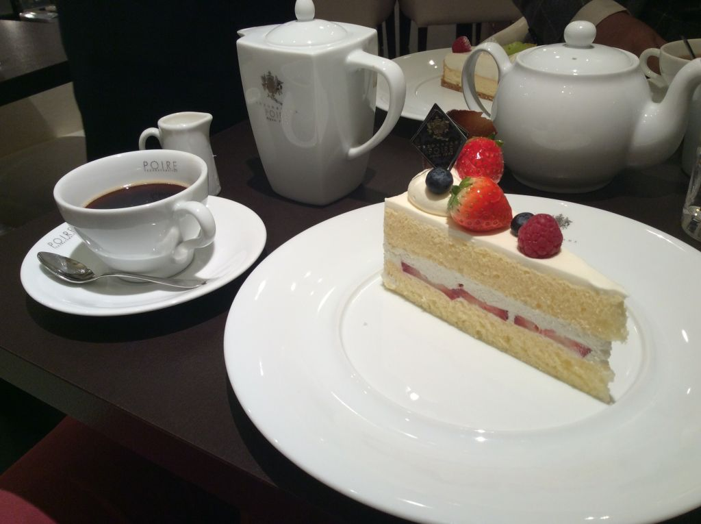 おいしいケーキの旅。The Beetleで「ポアール帝塚山本店」から東京へ