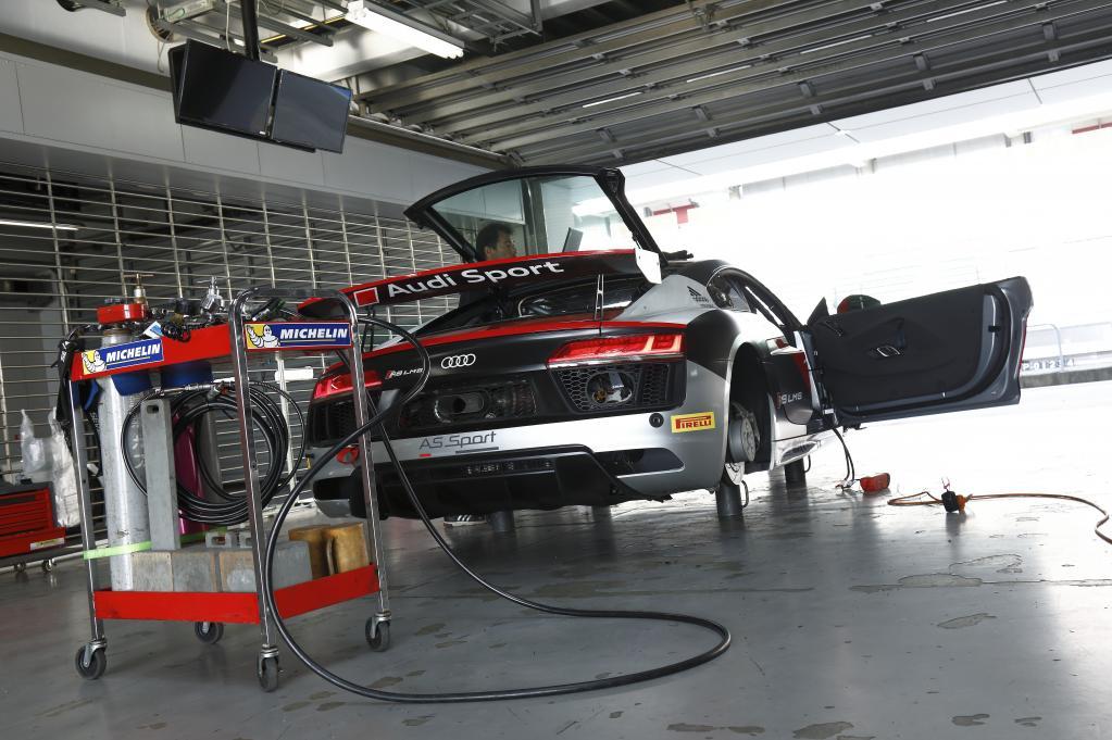 こんなのあり? アウディR8 GT4マシンに試乗した!〈Audi Sport〉