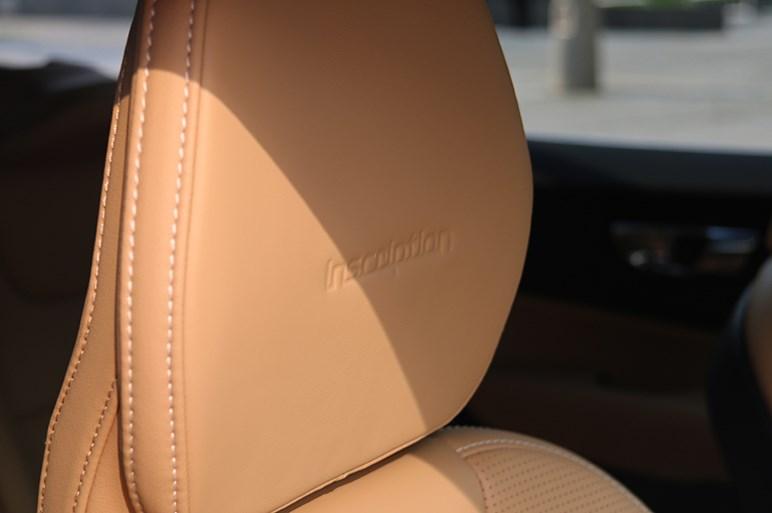 ボルボ V60がじわじわ売れているのはベースグレードの凄さにあるのでは疑惑