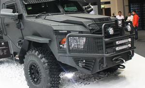 中東は防弾性能も重要スペック? ドバイ国際モーターショーに現れた高級SUVベースの装甲車たち