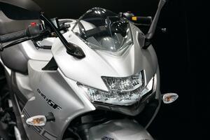 油冷250ccジクサー! スズキ「GIXXER250SF」と「GIXXER250」を詳解、各部&ライディングポジションもチェック!