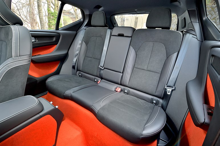 ボルボXC40はカジュアルな秀作SUV。タイヤサイズが悩みどころ