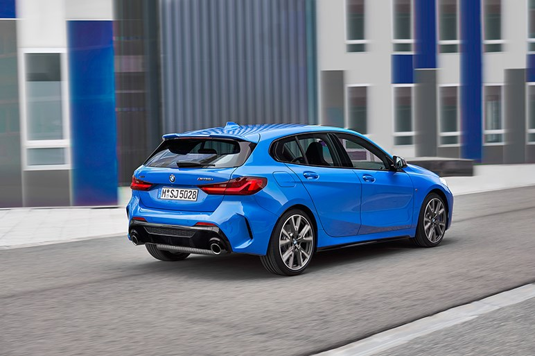 独BMW、新型1シリーズを公開 FF化により室内スペースを大幅改善