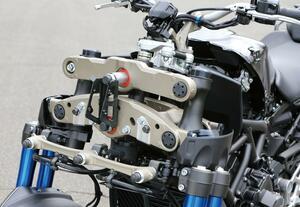 バイクの新機構「パラレログラムリンク」とは? トリシティやナイケンなどヤマハの前2輪モデルに採用される革新装備【現代バイク用語の基礎知識2020】