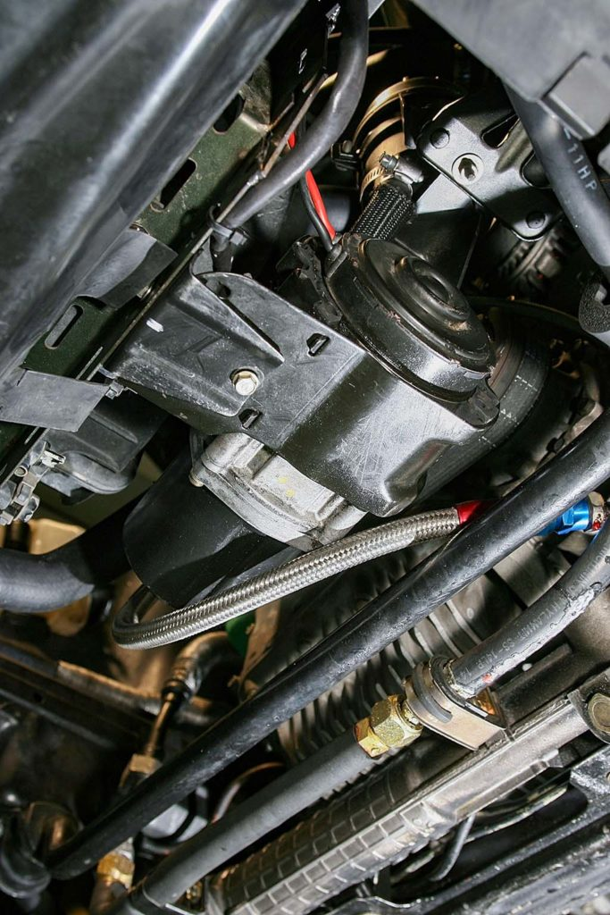 「BMWの高剛性ボディにホンダVTECを換装!」タコメーターを振り切る超快感318isが楽しすぎる!