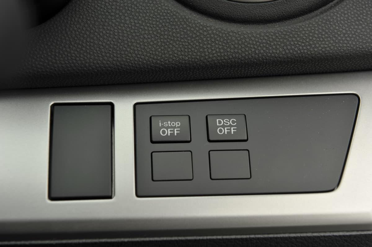 「アイドリングストップ」は本当にエコ? 走行距離や乗り方、コストで変わるデメリットとは
