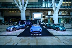 新型アストンマーティン ヴァンテージ ロードスター、日本初公開! クーペには7速MTを追加