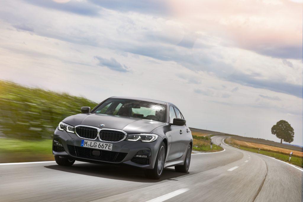 新型BMW 330eに試乗して分かった「PHEVのある生活」の最適解【初試乗】