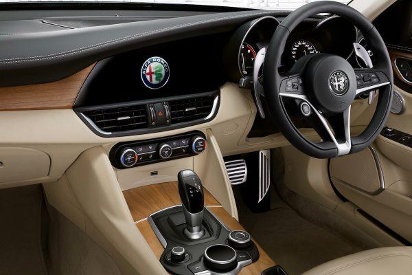 25年振りのFR! アルファロメオ ジュリア発売 BMW 3シリーズとガチンコだ!!