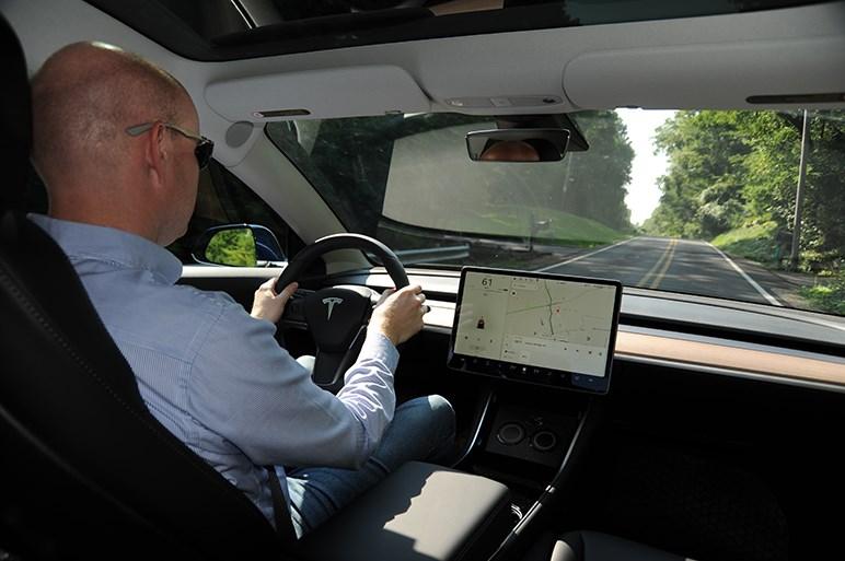 テスラ・モデル3の自動運転は優秀だがクルマの品質はまだまだだ