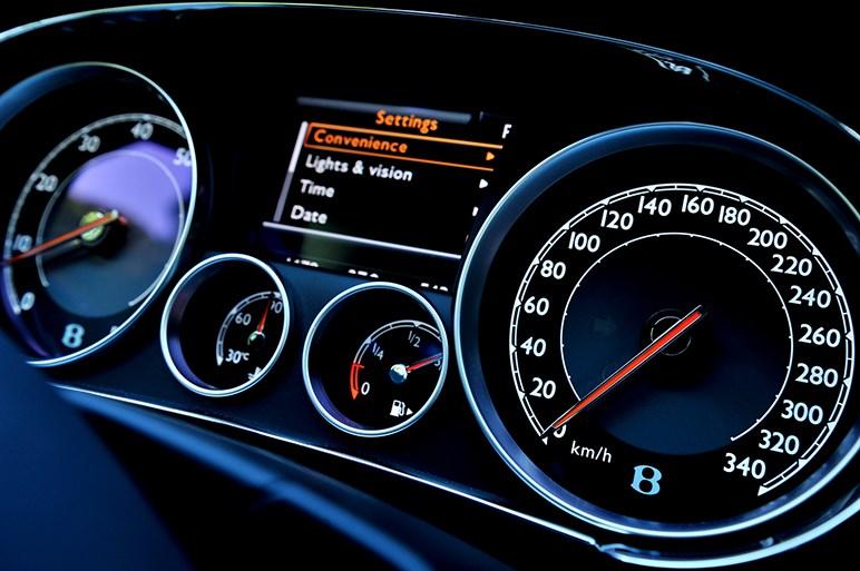 """ベントレー""""Speed""""に試乗。名車コレクター涌井さんに聞くブランド論"""