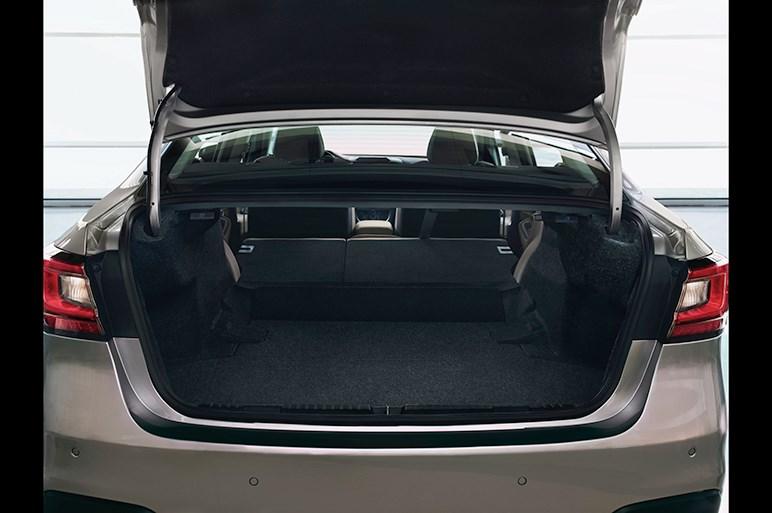 スバル レガシィがフルモデルチェンジ。新世代のボディや2.4直噴ターボに期待