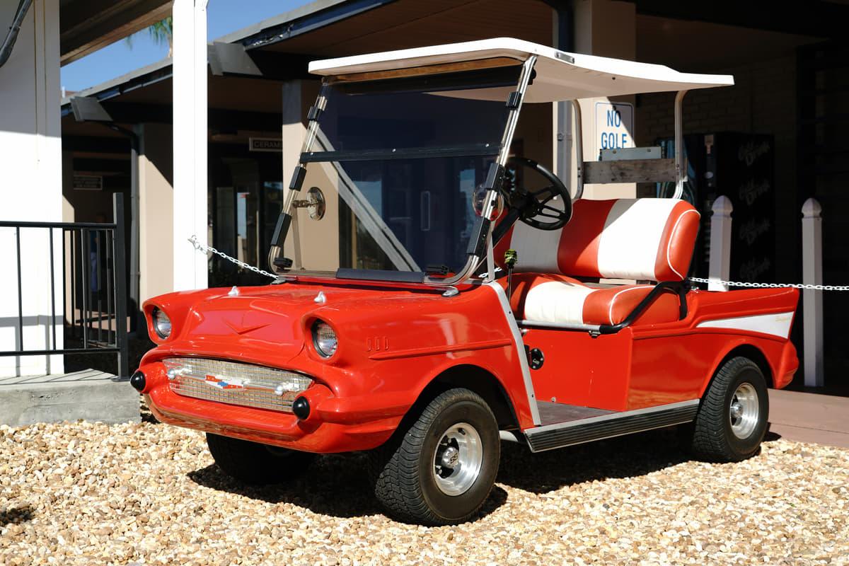 ゴルフカートが公道を走る! アメリカの高齢者タウンで見た意外なモビリティ事情