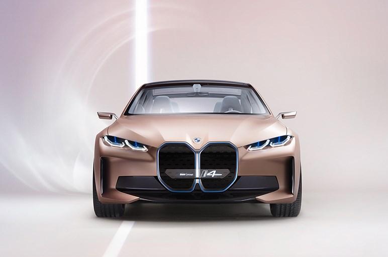 BMWコンセプトi4発表。インパクトのあるフロントグリルの意味